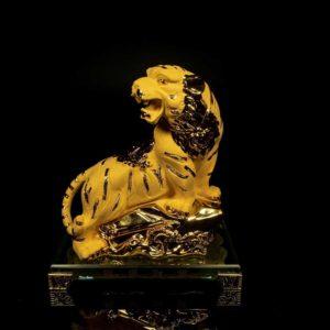 เสือทองพ่นทราย ฐานแก้ว มีลาย