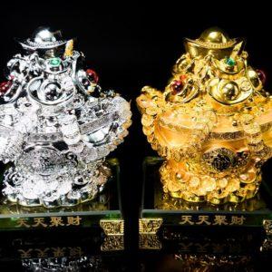 ก้อนเงินก้อนทอง 1คู่ ขนาด สูง17ซม กว้าง 12ซม ลึก 13ซม