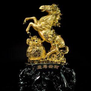 ม้ามงคลถุงทอง   ขนาด สูง 40กว้าง 30ลึก18ซม.HOR007