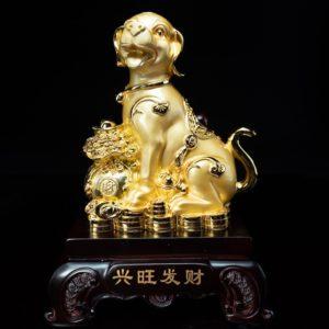สุนัขมงคลถุงทอง ขนาด  สูง28ซม กว้าง19ซม ลึก14ซม