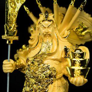 เทพเจ้ากวนอู ยืน ถือก้อนทอง ขนาด สูง 33ซม. กว้าง 15ซม.ลึก 15ซม. GGU011
