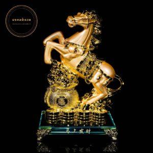 ม้าทองถุงทอง   ขนาด สูง 22 ซม กว้าง 13ซม ลึก 9ซม